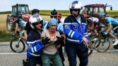 La etapa del Tour de Francia fue boicoteada por unos campesinos. (AFP)