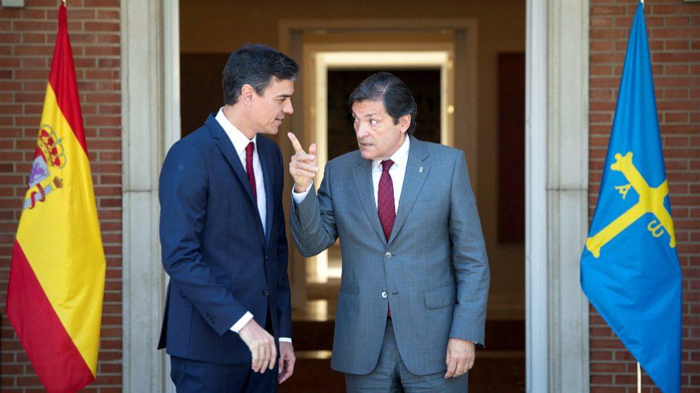 Pedro Sánchez y Javier Fernández, en una imagen de archivo en en Moncloa. (EFE)
