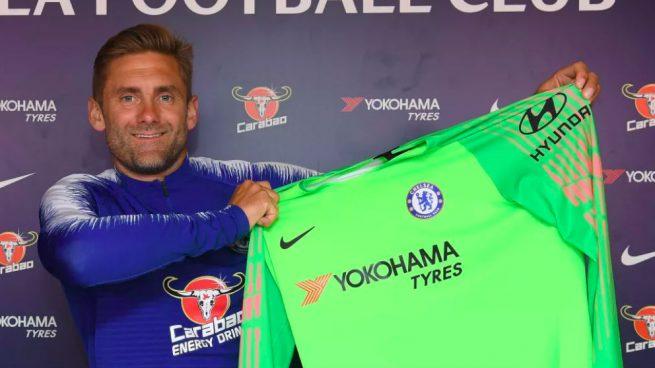 Chelsea prepara salida de Courtois y presenta a portero… de 38 años