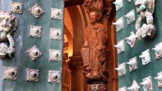 Vista del Apóstol Santiago en el Pórtico de la Gloria. (Foto: EFE)