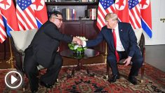 Kim Jong-un y Donald Trump se estrechan la mano en su encuentro en Singapur. (Foto: AFP)