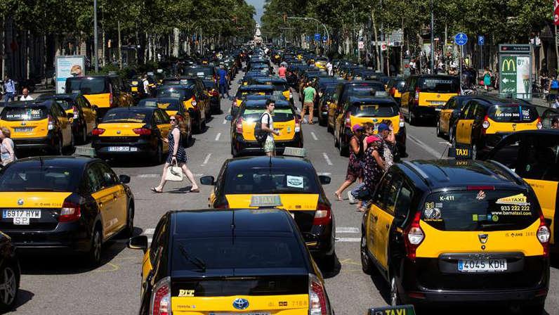 Los taxistas colapsan la entrada de Barcelona