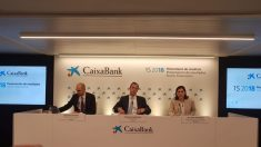 Matthias Bulach, Gonzalo Gortázar y María Luis Martínez, de CaixaBank.