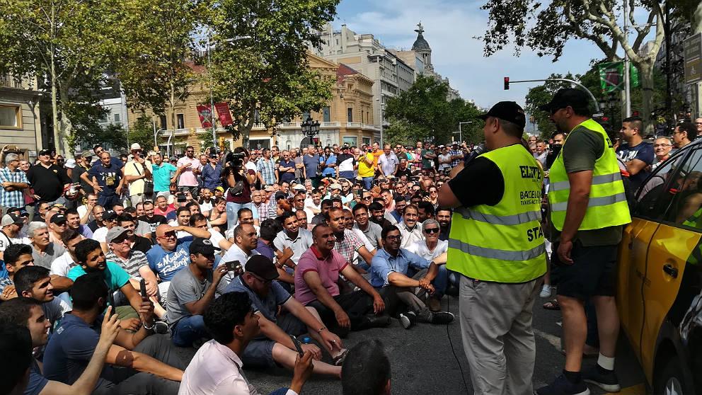 Concentración de taxistas en huelga en Barcelona.