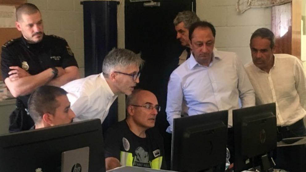 Marlaska y Gómez de Celis supervisan en Algeciras el dispositivo de inmigración. (EP)