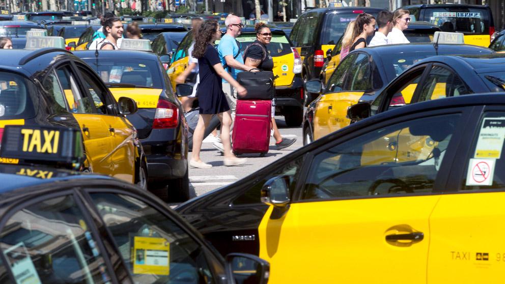 Huelga de taxistas en Barcelona. (Foto: EFE)