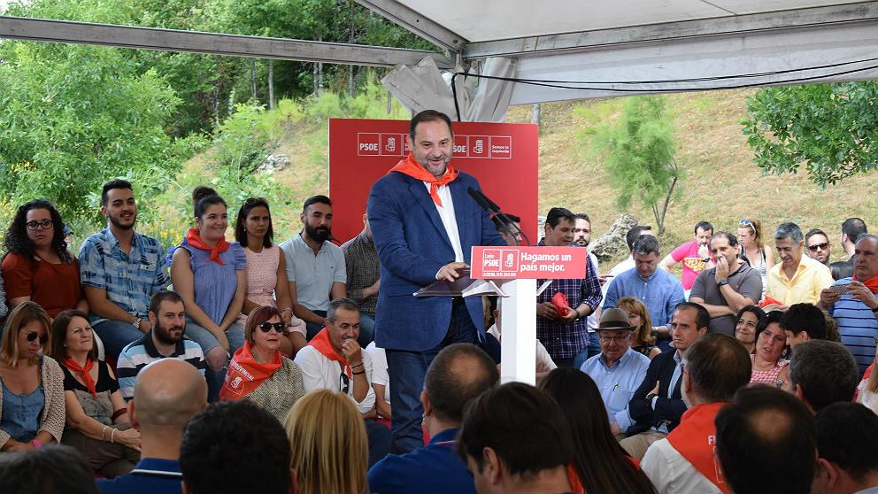 José Luis Ábalos, en la fiesta provincial del PSOE de León, en La Ercina. (EP)