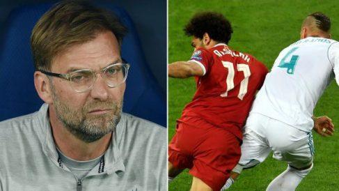 Klopp, junto a la acción entre Ramos y Salah.