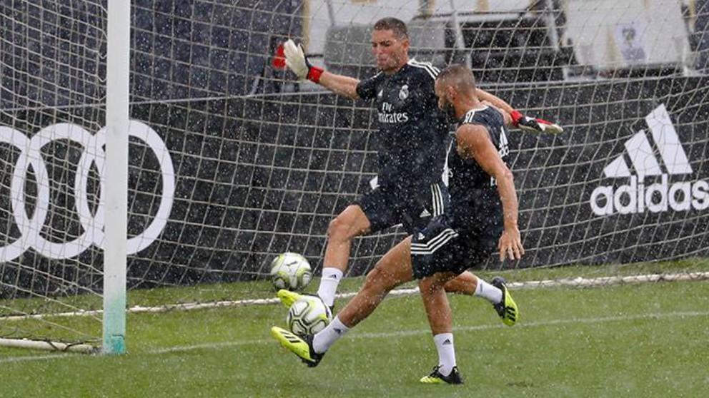 Benzema y Luca Zidane, en un momento del entrenamiento. (Realmadrid)