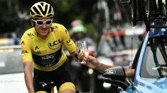 Geraint Thomas brinda por su triunfo en el Tour de Francia. (AFP)