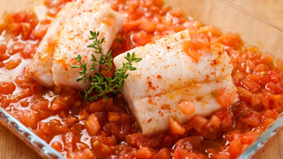 Receta de merluza en salsa de tomate, un plato tradicional