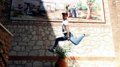 Rubén López, CEO de la Foundation Invencible, con su característico salto. (Foto: E. Falcón)
