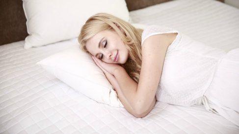 Las muejrees que roncan tienen más riesgo de sufrir infartos que los hombres.