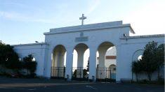 Fachada del cementerio municipal de Catabois, en Ferrol.