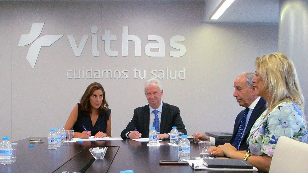 Firma del convenio entre la Fundación Querer y la Fundación Vithas Nisa.