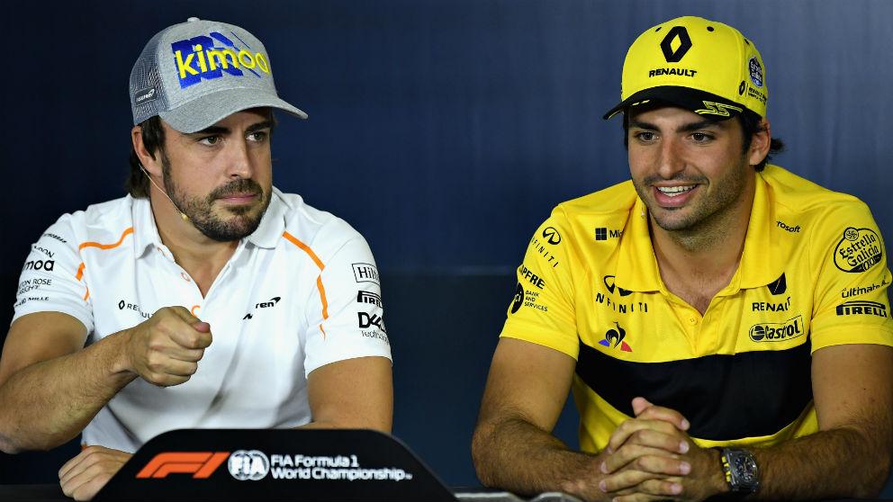 Carlos Sainz y Fernando Alonso comparten una rueda de prensa reciente.