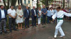 Andoni Ortuzar e Iñigo Urkullu ante un aurresku por el 123º aniversario del PNV. (EP).
