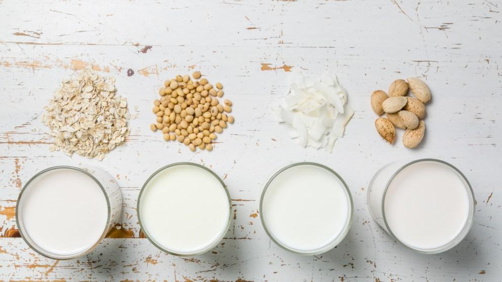 Una de las fuentes de calcio que tenemos es a través del consumo de leche.