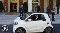 Miguel Ángel Revilla ha optado por el coche eléctrico de un amigo para llegar a su reunión en La Moncloa por la huelga de taxis. Foto: Europa Press