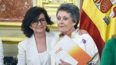Rosa María Mateo, administradora de RTVE, y Carmen Calvo, vicepresidenta del Gobierno. (Foto: EFE)