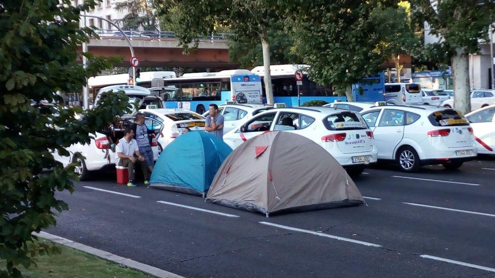 Acampada de taxistas en el Paseo de la Castellana de Madrid (Foto: EP)