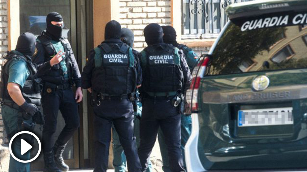 La Guardia Civil realiza una operación en Mataró contra una célula yihadista por presuntamente dedicarse a la captación de personas de Barcelona y Tarragona. (Foto: Efe)