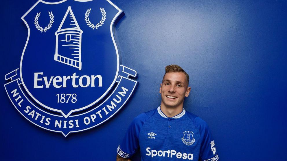 Lucas Digne posa con la camiseta del Everton. (Everton)