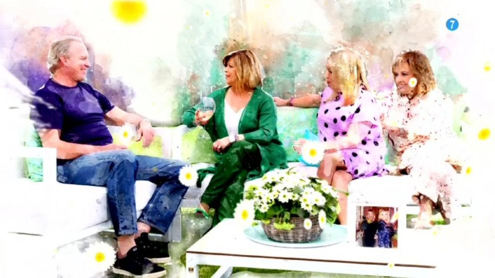 Bertín Osborne recibe a sus nuevos invitados en 'Mi casa es la vuestra'. (Foto: Telecinco)