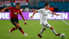 Odriozola protege el balón ante Alexis Sánchez. (realmadrid.com)