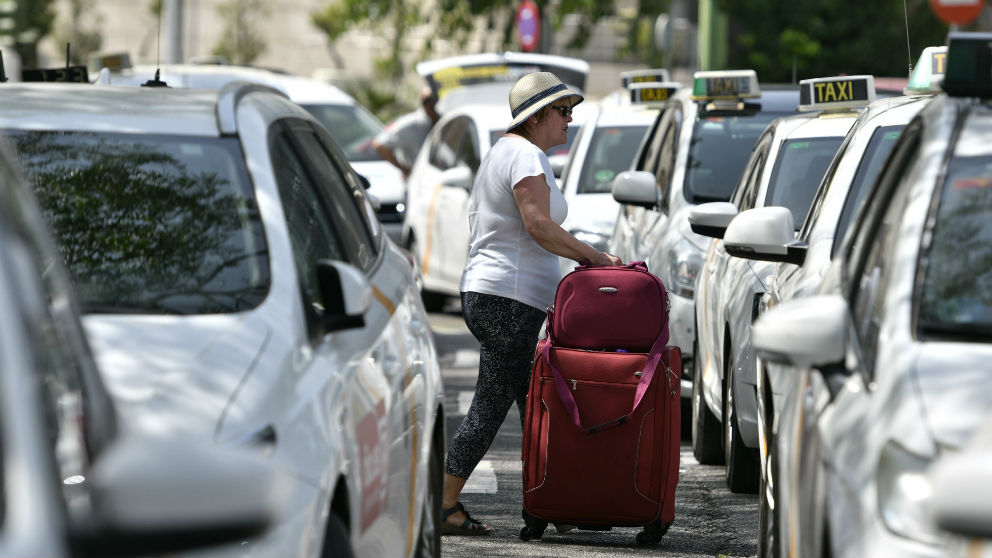 Huelga de taxis en su protesta contra las empresas VTC. (Foto: EFE/Raúl Caro)