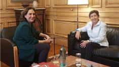 Ada Colau, alcaldesa de Barcelona, y Teresa Cunillera, delegada del Gobierno en Cataluña. (EP)