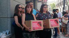 Asociaciones de mujeres piden el indulto de Juana Rivas mediante la entrega de 250.000 firmas. Foto: Europa Press
