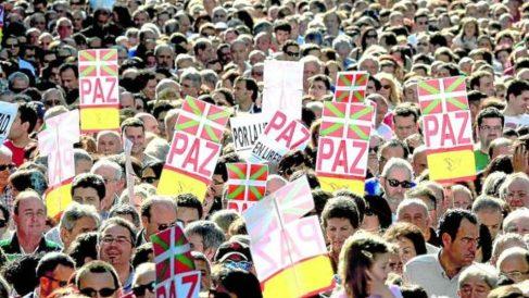 Manifestación por las víctimas del terrorismo y por la paz. (Foto: AUGC)