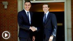 El presidente del Gobierno, Pedro Sánchez, y el líder del PP, Pablo Casado, en su primera reunión en La Moncloa (Foto: EFE).