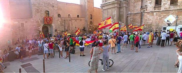"""800 constitucionalistas paran a 50 golpistas al grito de """"¡Felipe, tranquilo, Mallorca está contigo!"""""""