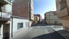 La calle Antonia Maymón, a la altura de su número 12, en Beniaján (Murcia), donde se produjo el suceso.