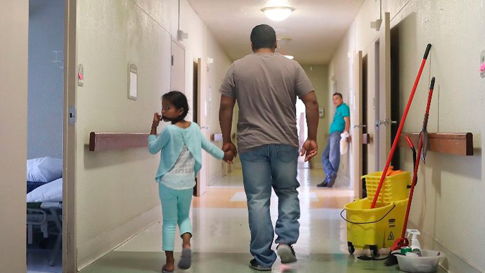 EEUU anula el programa «tolerancia cero» de Trump que separó a más de 3.000 familias inmigrantes