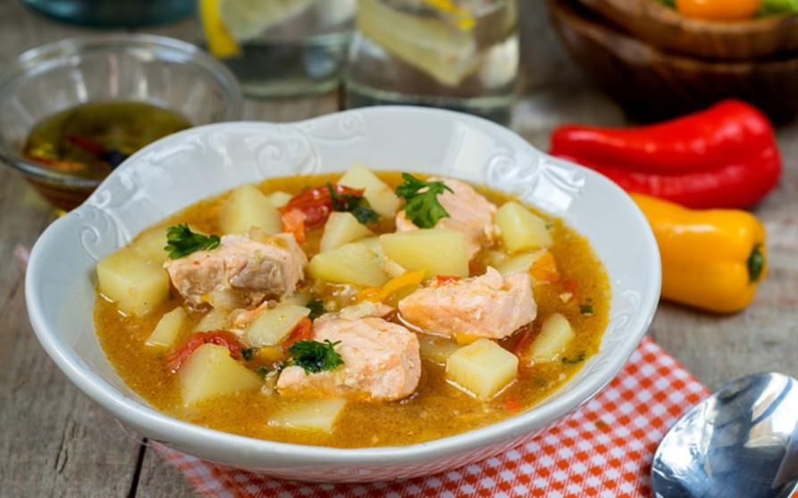 Receta de patatas con bonito, un guiso saludable y sencillo