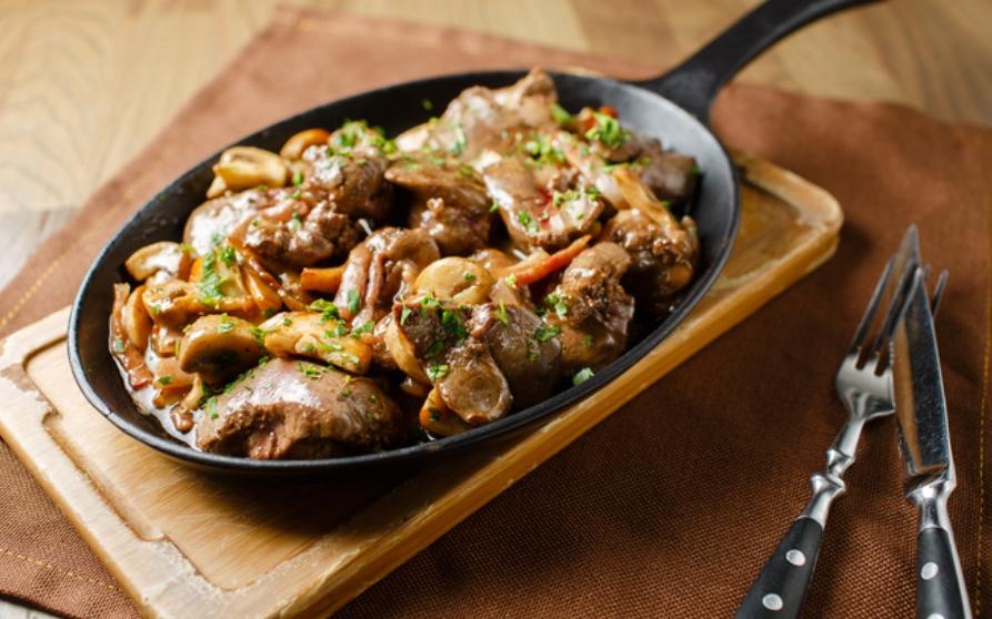 Receta de setas con pollo, un plato fácil  y rápido de restaurante