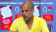 Perp Guardiola se quita el lazo, pero ahora luce una camiseta amarilla.