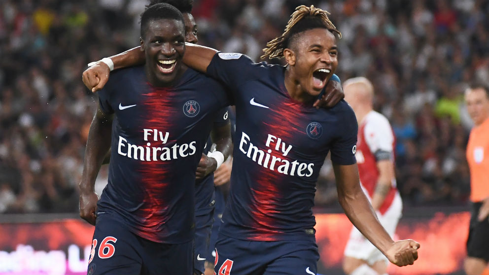 Nkunku celebra un gol ante el Mónaco. (AFP)