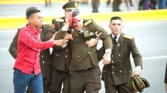 Un soldado herido abandona el lugar en el que se ha producido el supuesto atentado contra Maduro.