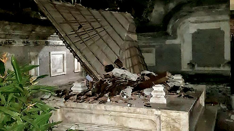 Un templo afectado por el terremoto (Foto: AFP).