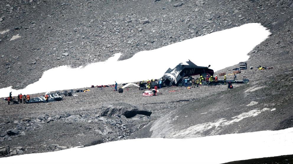 Los equipos de rescate junto al avión siniestrado (Foto: AFP).