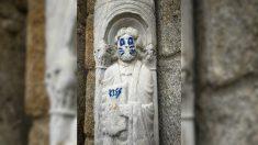 Actos vandálicos en la fachada de la Catedral de Santiago de Compostela. (EP)
