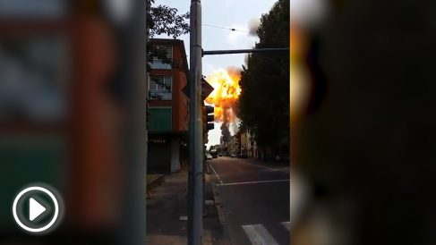 Explosión de un camión cisterna en la autopista de circunvalación de Bolonia (Italia).