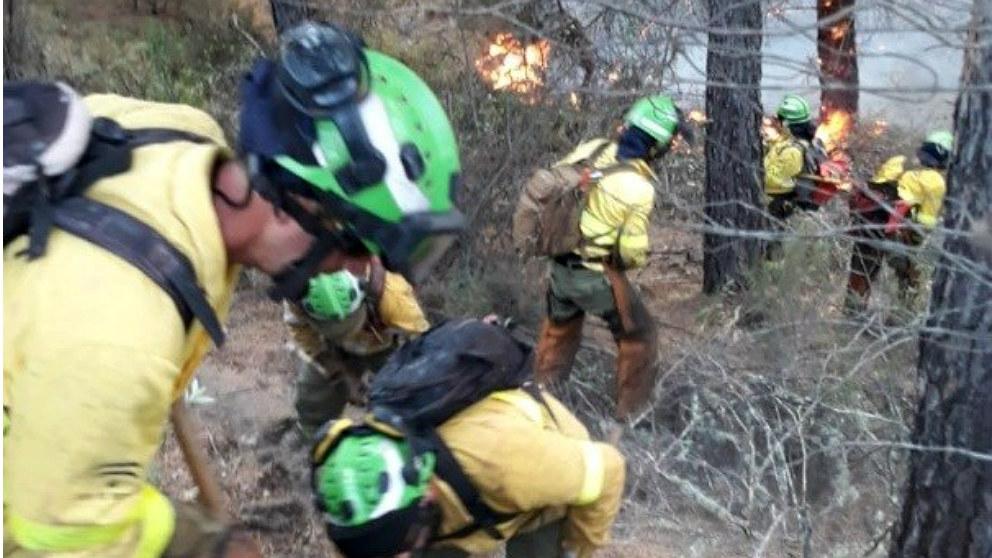 Operarios del Infoca luchan contra los incendios en la provincia de Huelva. (EP)