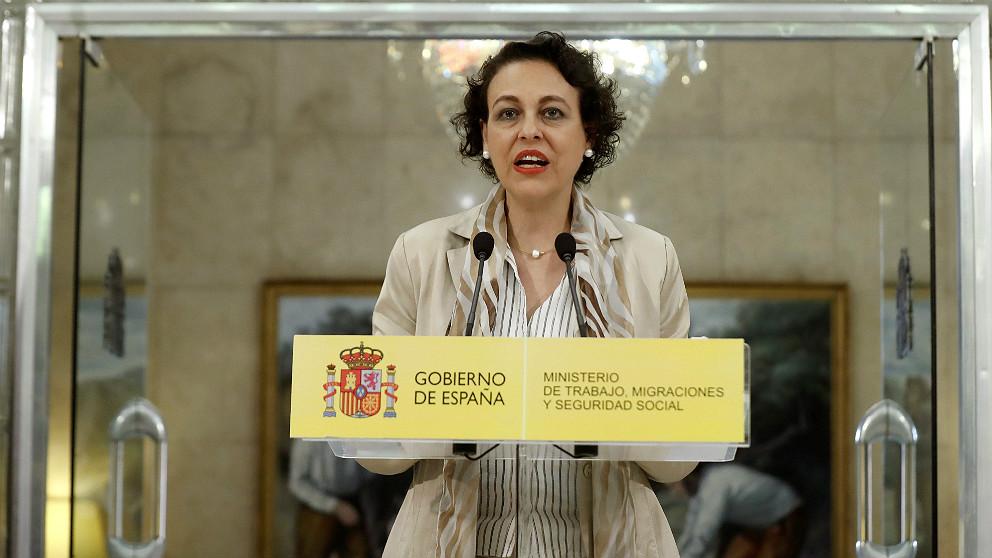 La ministra de Trabajo y Migraciones, Magdalena Valerio, a la salida de la cumbre con las CCAA. (EFE)