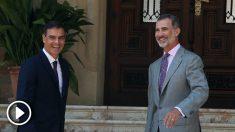 Pedro Sánchez, junto al Rey Felipe VI en Marivent. (EP)