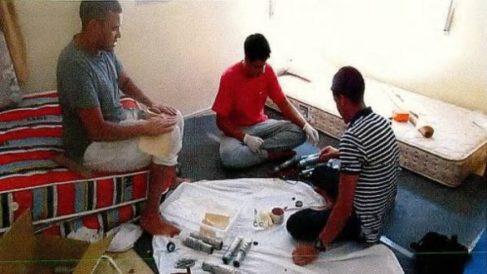 Los terroristas del 17-A preparando las bombas en el chalé de Alcanar (Tarragona).